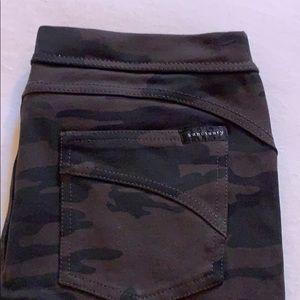 Sanctuary. Skinny pants. Size small. Faux pockets.